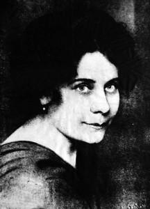KAFFKA MARGIT PORTRÉJA (Máté Olga fotómûvész munkájáról készült nyomat) –Országos Széchényi Könyvtár/Plakát- és Kisnyomtatványtár: Arcképgyûjtemény